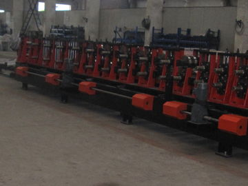 Cina C & Z Purlin dipertukarkan Carbon Steel Cold Bending Machine / Metal Roll Forming Machine Distributor